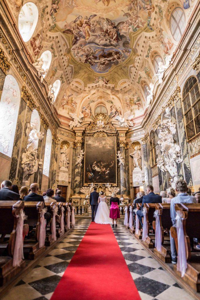 Svatebni fotograf Lednice Valtice Mikulov - Zamecka kaple Valtice - Penzion - zamecek La Veneria Valtice - svatebni foto-4070