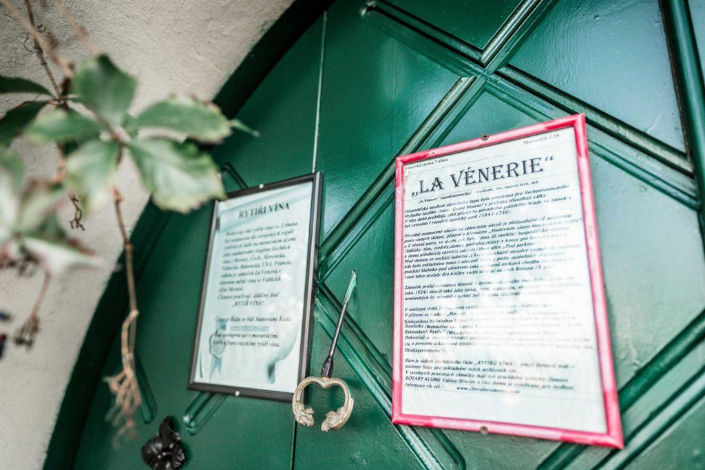 Svatebni fotograf Lednice Valtice Mikulov - Zamecka kaple Valtice - Penzion - zamecek La Veneria Valtice - svatebni foto-5063