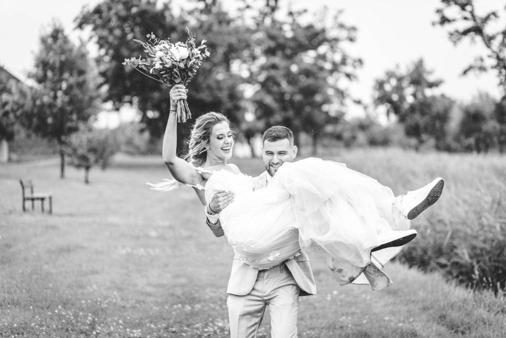 Svatebni-fotograf-Hodonin-Breclav-Kyjov-svatebni-foto-boho-styl-stodola-1501