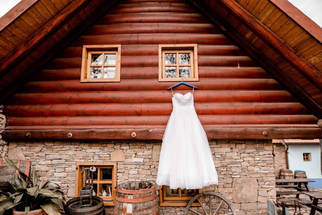 Fotograf-fotografka-Kuželov-svatebni-foto-kyjov-uherske-hradiste-penzion-u-vetrneho-mlyna-svatba-reference-recenze--2