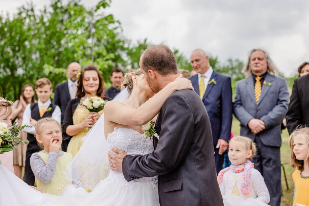Fotograf-fotografka-Kuželov-svatebni-foto-kyjov-uherske-hradiste-penzion-u-vetrneho-mlyna-svatba-reference-recenze--32