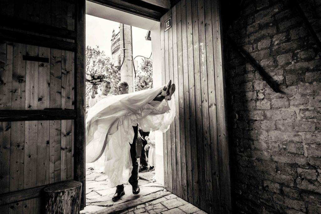 Fotograf-fotografka-Kuželov-svatebni-foto-kyjov-uherske-hradiste-penzion-u-vetrneho-mlyna-svatba-reference-recenze--41