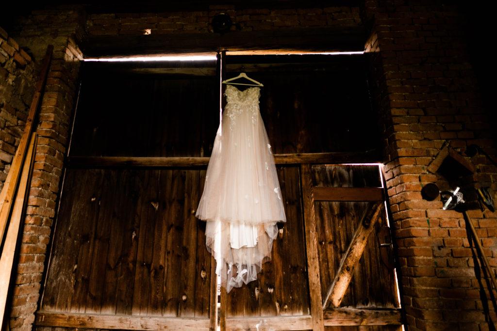 Svatebni-fotograf-Hodonin-Breclav-Kyjov-svatebni-foto-boho-styl-stodola-0143