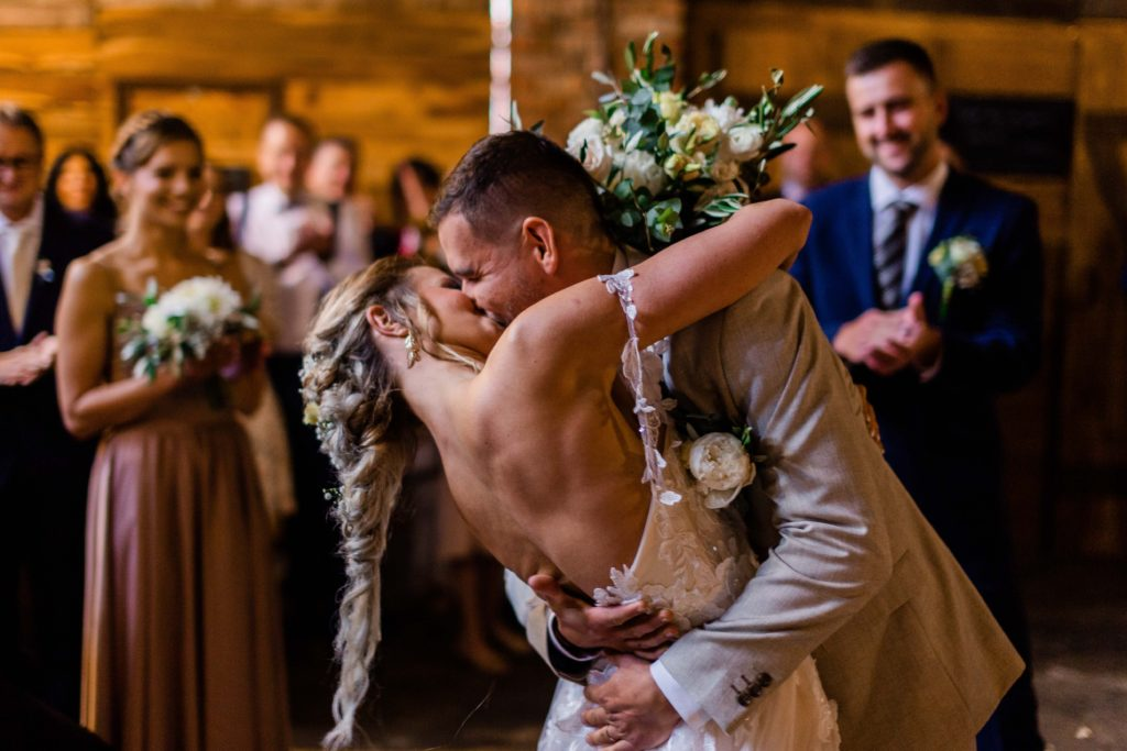 Svatebni-fotograf-Hodonin-Breclav-Kyjov-svatebni-foto-boho-styl-stodola-5950