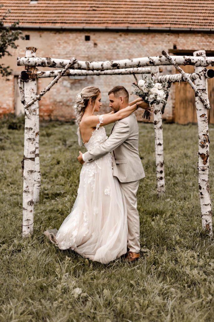 Svatebni-fotograf-Hodonin-Breclav-Kyjov-svatebni-foto-boho-styl-stodola-6851