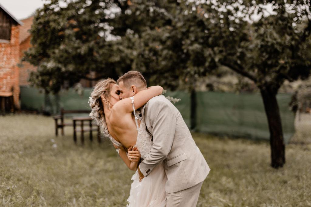 Svatebni-fotograf-Hodonin-Breclav-Kyjov-svatebni-foto-boho-styl-stodola-6888